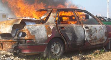 כיבוי אש במגרש גרוטאות עם FireAde